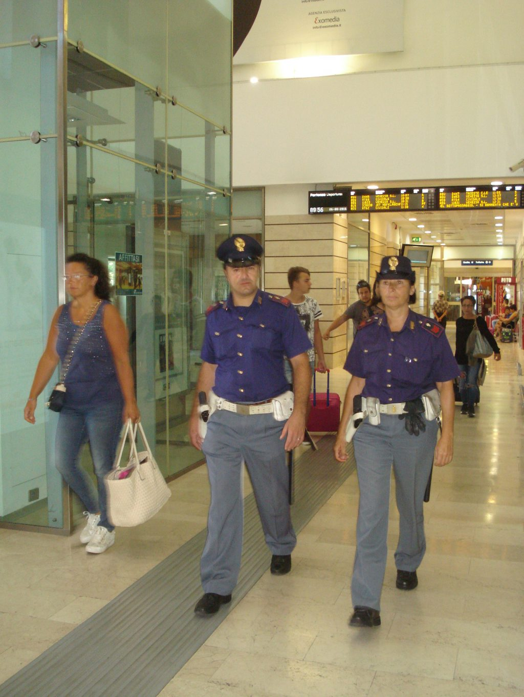 polizia in stazione